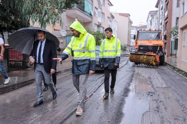 Yalova Belediyesi Yağmur Çamur Demeden Çalışmalarına Devam Ediyor
