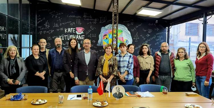 CHP'den Üniversiteli Kadınlara Ziyaret