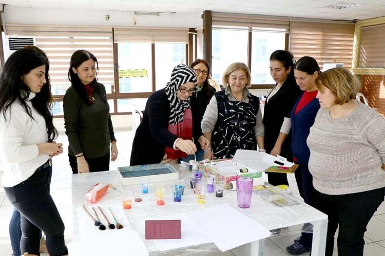 Çiftlikköylü Bayanlardan Ebru'ya İlgi