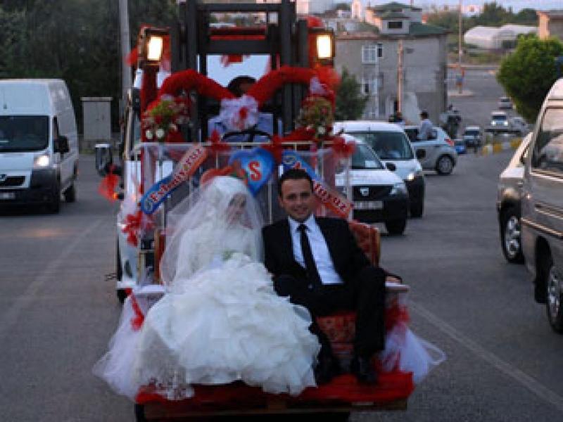Forklift Düğün Aracı Oldu