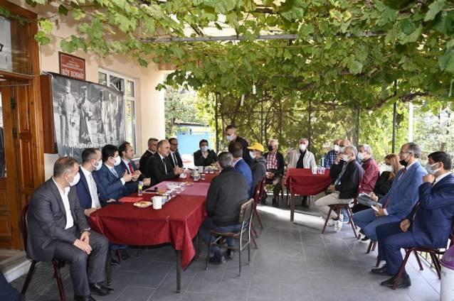 Vali Erol Köy Kahvesinde Vatandaşları Dinledi